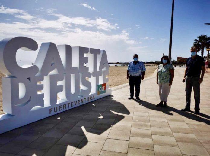 Caleta de Fuste: neues Logo am Strand von Castillo eingeweiht - Bildquelle: Gemeinde Antigua