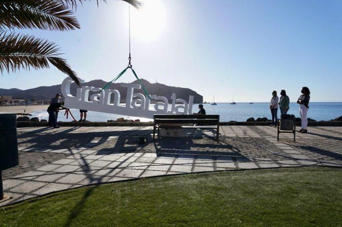 Gemeinde Tuineje installiert neue Logo Skulpturen als Fotospot - Bildquelle: Gemeinde Tuineje