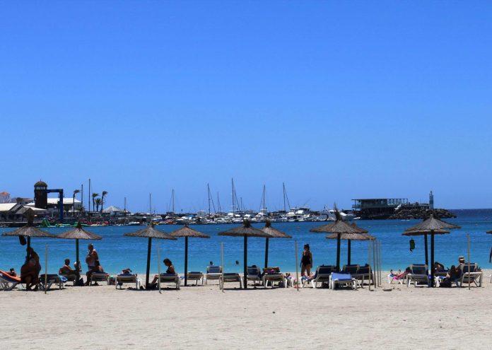 Sommerprogramm für Kinder am Strand von Caleta de Fuste